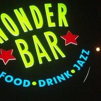 รูปภาพถ่ายที่ Wonder Bar โดย Robert B. เมื่อ 5/31/2013