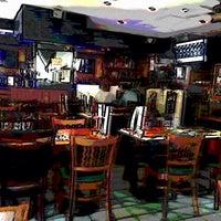 Foto scattata a Ottomanelli's Wine & Burger Bar da Marc S. il 5/15/2015