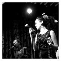 Foto tomada en Reduta Jazz Club por Viktoriya L. el 1/30/2013