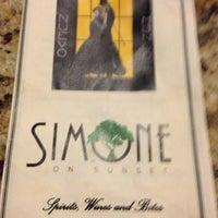 Foto tirada no(a) Simone on Sunset por Carrie L. em 3/31/2013
