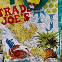 7/6/2014 tarihinde Susan C.ziyaretçi tarafından Trader Joe's'de çekilen fotoğraf