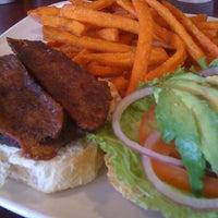 11/4/2012にAndrew B.がBrown's Towne Loungeで撮った写真