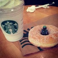 Foto tirada no(a) Starbucks por The P. em 5/20/2013