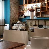 Foto diambil di Cinco Cocina Urbana oleh Liz N. pada 8/17/2019