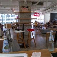 Das Foto wurde bei MAKE Business Hub von Mohamed A. am 6/1/2013 aufgenommen
