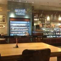 12/23/2012 tarihinde Tufiksan S.ziyaretçi tarafından Caffè Nero'de çekilen fotoğraf