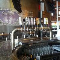 Photo prise au DuClaw Brewing Company par Eric L. le6/10/2013