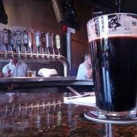 Photo prise au DuClaw Brewing Company par Eric L. le7/16/2013