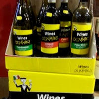 Foto tomada en Sherry's Wine & Spirits por Elissa D. el 11/24/2013