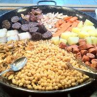 Foto tomada en Restaurante LAS PALOMAS Buffet&Tapas por Teresa V. el 12/19/2012