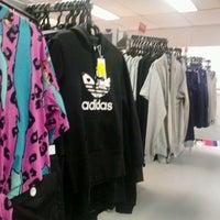 ee93b995f765c ... Foto tirada no(a) Adidas Outlet por Barbara C. em 2/11 ...