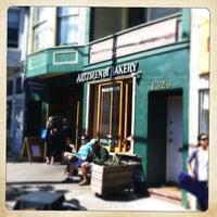 5/4/2013 tarihinde Emmet O.ziyaretçi tarafından Arizmendi Bakery'de çekilen fotoğraf