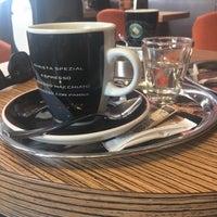 Foto tirada no(a) Coffeeshop Company II por homayun h. em 3/31/2018