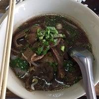 Foto scattata a ปากต่อปาก Noodle & Coffee da George I. il 8/13/2017