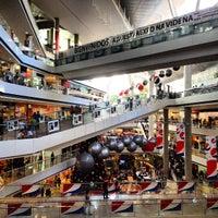 Foto tirada no(a) Millennium Mall por Enrique C. em 12/23/2012