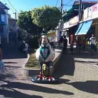Foto tirada no(a) Calçadão de Porto de Galinhas por Nicolaas S. em 12/20/2012