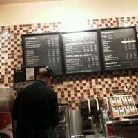 Das Foto wurde bei Starbucks von Sara C. am 1/15/2013 aufgenommen