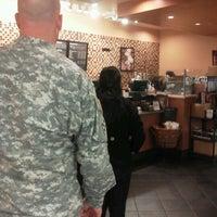 Das Foto wurde bei Starbucks von Sara C. am 10/16/2013 aufgenommen