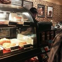Das Foto wurde bei Starbucks von Sara C. am 2/2/2013 aufgenommen