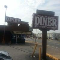Das Foto wurde bei Four Seasons Diner & Bakery von Tashea G. am 7/9/2013 aufgenommen