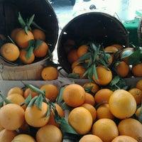 1/27/2013 tarihinde Denise P.ziyaretçi tarafından Studio City Farmers Market'de çekilen fotoğraf