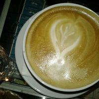 Photo prise au Adriano's Bar & Café par Engelchen m. le12/28/2012