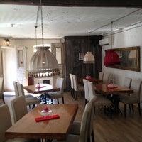 รูปภาพถ่ายที่ Le Bouchon Café โดย Станислав Григорьеви� К. เมื่อ 6/21/2013