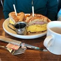 Das Foto wurde bei Barnaby's Cafe von Janna H. am 1/13/2018 aufgenommen