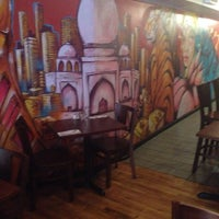 Foto scattata a Khushboo Indian Restaurant da Alexander F. il 9/30/2014