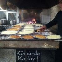 รูปภาพถ่ายที่ Erçelebi Kömürde Kadayıf โดย Ahmet Ş. เมื่อ 2/26/2013