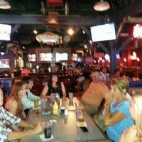 Photo prise au Heroes Sports Bar & Grill par G W. le7/20/2013