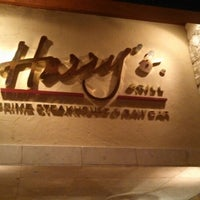 Foto tomada en Harry's Prime Steakhouse & Raw Bar por Yoav H. el 9/22/2013