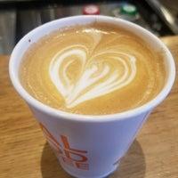 6/10/2018 tarihinde Anu G.ziyaretçi tarafından Compass Coffee'de çekilen fotoğraf