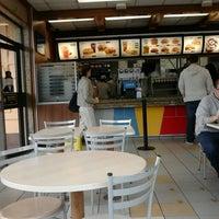 Foto tirada no(a) McDonald's por Karin S. em 3/20/2013