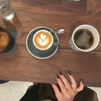 Foto tomada en Black Fox Coffee Co. por Holly el 8/14/2016