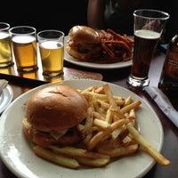 Foto tomada en Smokehouse Tailgate - Grill por Rakim M. el 6/16/2013