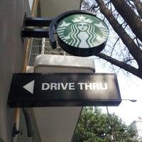 Снимок сделан в Starbucks пользователем Fraustomar S. 2/27/2013