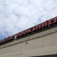 Foto diambil di Brookline Booksmith oleh Sangeeta pada 3/29/2013
