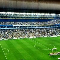 Das Foto wurde bei Ülker Stadyumu Fenerbahçe Şükrü Saracoğlu Spor Kompleksi von Poyraz T. am 5/12/2013 aufgenommen
