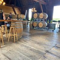 รูปภาพถ่ายที่ Ravines Wine Cellars โดย Claire เมื่อ 8/1/2020