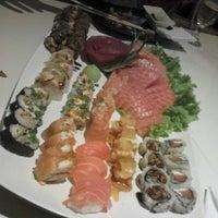 Foto tirada no(a) Kurokawa Sushi Bar por Juliane M. em 7/20/2013