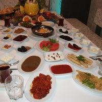 Foto tomada en Kasr-ı Van Kahvaltı ve Kahve Evi por Bayram T. el 12/23/2012