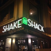 Photo prise au Shake Shack par Chad T. le11/15/2013
