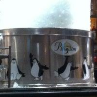 Foto tirada no(a) Pinguim por Leila M. em 3/14/2012