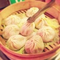 Снимок сделан в Joe's Shanghai 鹿嗚春 пользователем tomomi C. 3/18/2013