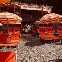 Foto tomada en Bagni d'Arienzo Beach Club por Miki R. el 8/21/2018