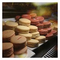 Foto tomada en La Tour Cafe por Lavender O. el 12/31/2012