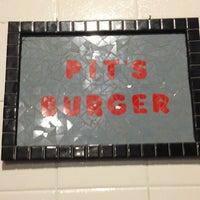 6/19/2013 tarihinde Luis A.ziyaretçi tarafından Pit's Burger'de çekilen fotoğraf