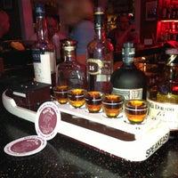 Foto tirada no(a) Rum Bar at the Speakeasy Inn por Rebecca L. em 4/22/2013