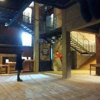 2/26/2013 tarihinde luca f.ziyaretçi tarafından Teatro Franco Parenti'de çekilen fotoğraf